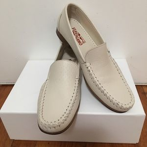 Salvatorre Ferragamo Loafers size 8